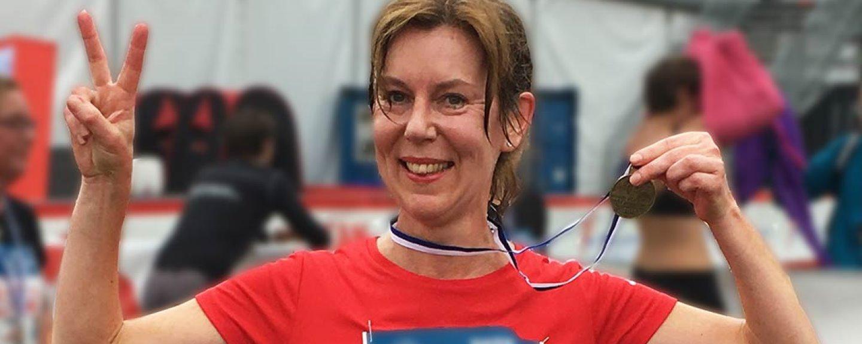 Pia Gabrielsson med medalj från sitt klassikerlopp