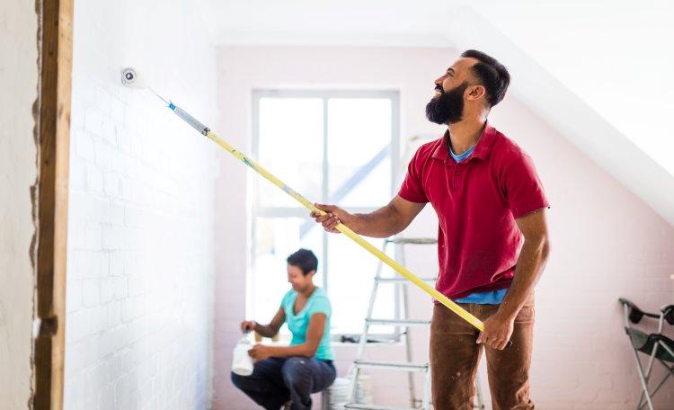 Par målar om rum